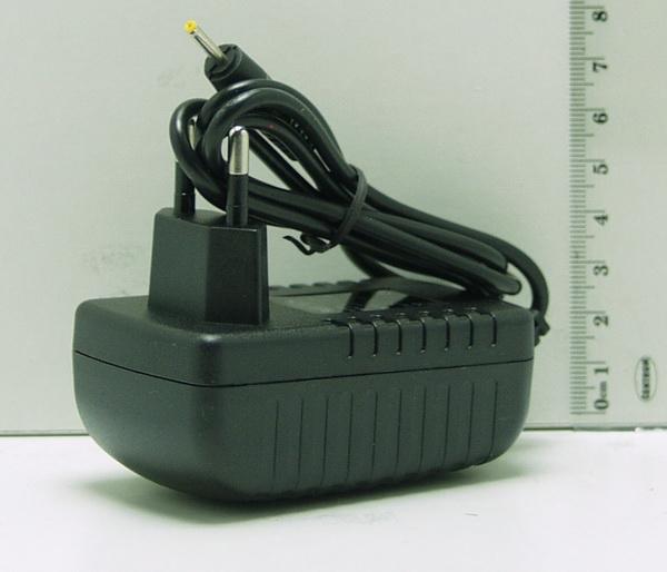 Блок питания (5V 2A) для планшета LP-02 тонк. желт. штекер