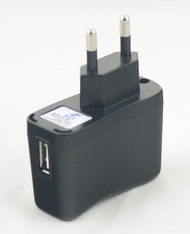 Блок питания для MP3 (USB, без шнура) 5V 2,1A сетев. №606