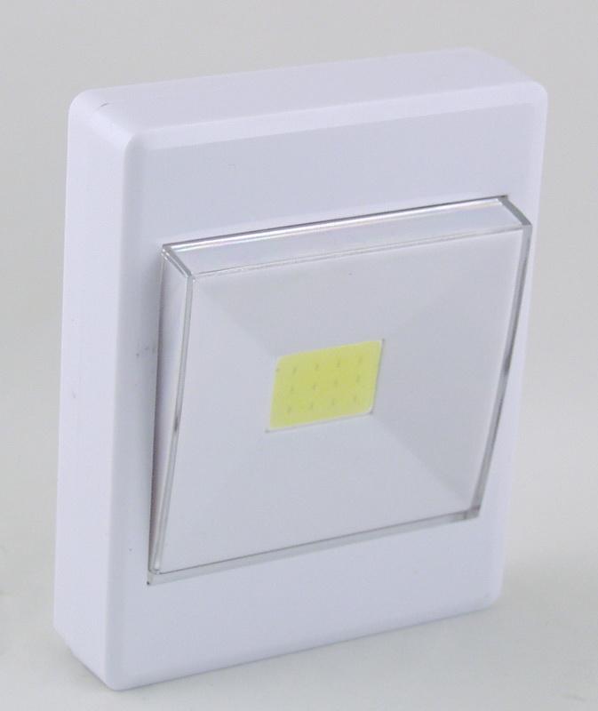 Фонарь светодиодный (1 больш. лампа, 4AAА) №305/961COB выключатель