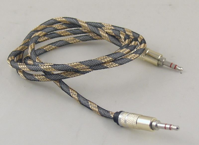 Шнур AUX (Джек 3,5 - Джек 3,5) 1м метал. (трос) M-19A