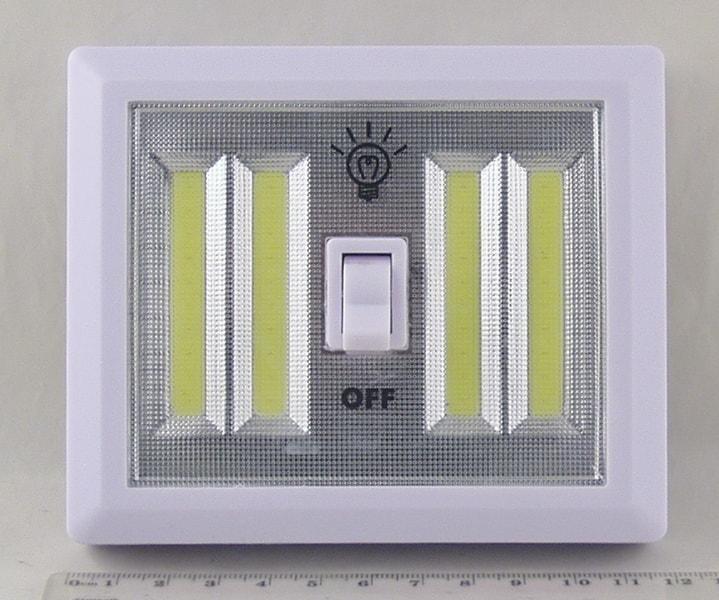 Фонарь светодиодный (4 больш. ламп, 4AА) №1706 выключатель
