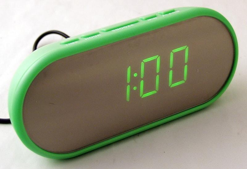 Часы-буд. электронные VST-712Y-4 (ярко-зелен. циф.)