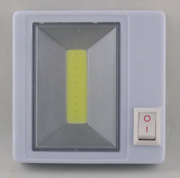 Фонарь светодиодный (1 больш. лампа, 3AAА) ZB-589 выключатель